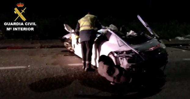 Dos jóvenes que volvían de fiesta resultan heridos en un aparatoso accidente en Santa Comba, A Coruña