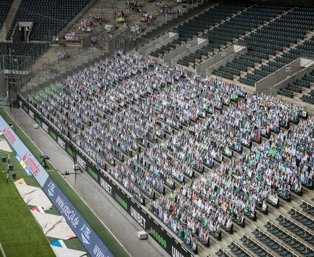 Bundesliga: a falta de hinchas, 13.000 figuras de cartón los reemplazaron en el estadio de Borussia Mönchengladbach