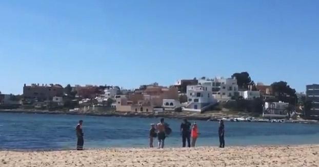 Detenido por intentar ahogar a un policía en la playa de Talamanca de Ibiza [Vídeo]