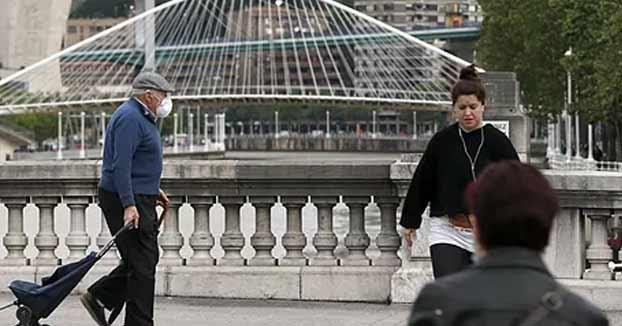 Multa de 1.200 euros en Bilbao por el acercamiento de dos niñas sin respetar la distancia de seguridad