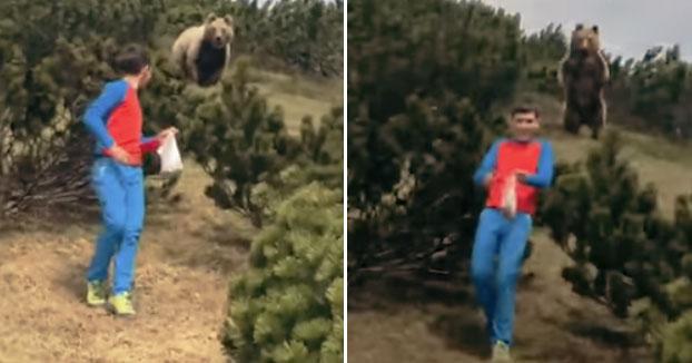 Un niño de 12 años mantiene la calma cuando se encuentran con un oso pardo durante una caminata en Italia