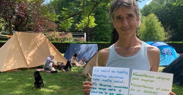Los antivacunas acampan en Gijón contra el uso de mascarillas