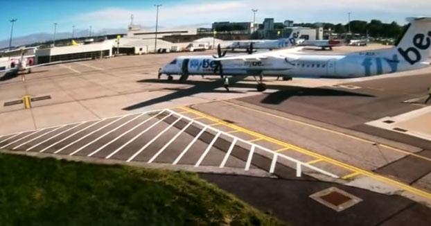 Dos aviones chocan en el aeropuerto escocés de Aberdeen muy lentamente