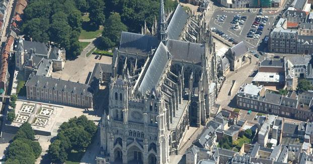 Las fases constructivas de la Catedral de Amiens reproducidas en un modelo 3D