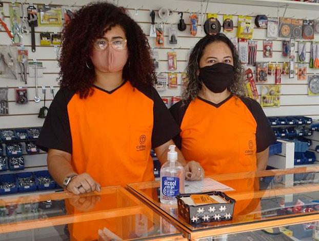 Inauguración de la tienda Central dos Parafusos. Nota: No usar mascarillas de color carne