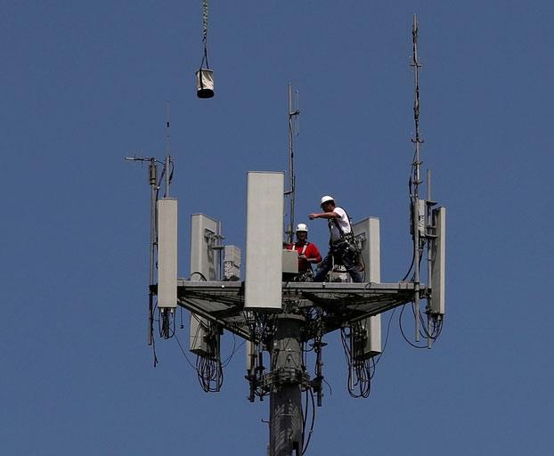 Secuestran a 8 instaladores de antenas de 5G en Perú porque creían que sus aparatos transmitían el coronavirus