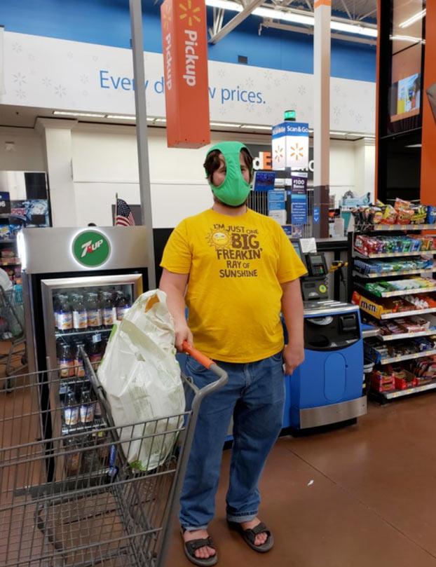 Una de personajes de Walmart durante la pandemia