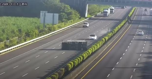Un Tesla con Autopilot se estrella contra un camión volcado al que el sistema no detectó