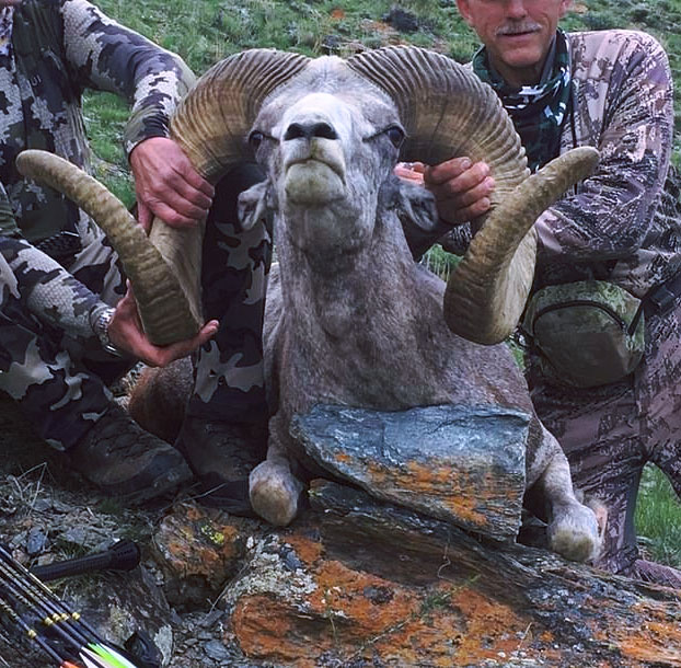 El hombre que mató al león Cecil da caza a un carnero salvaje protegido en Mongolia solo cuatro años después