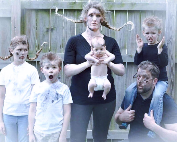Foto de familia de la llegada de su cuarto hijo