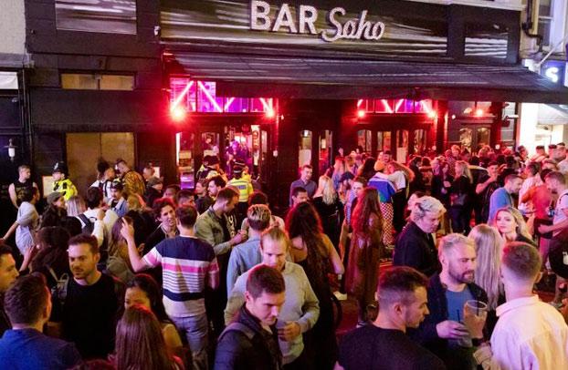 Fotos de las fiestas tras reapertura de los pubs en Londres