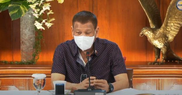 El presidente de Filipinas insta a la Policía a que arreste sin vacilar a las personas que no usan mascarillas