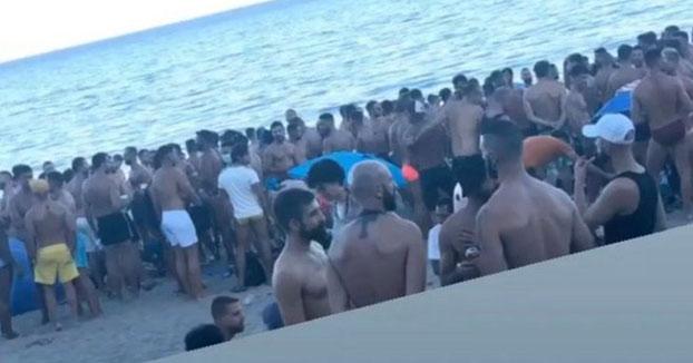 Más de 200 jóvenes se reúnen en un chiringuito de Torremolinos sin respetar la distancia de seguridad y sin mascarilla