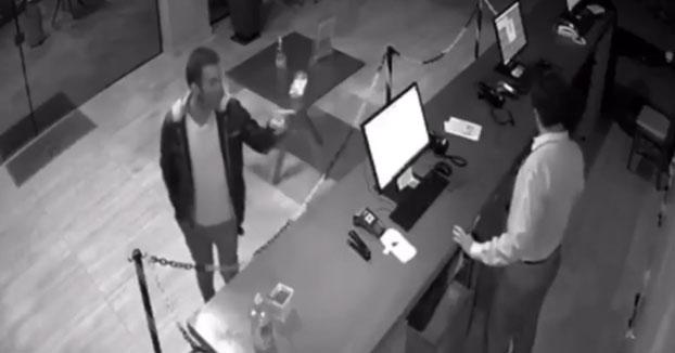 Un cliente de un hotel brasileño comenzó a agredir al recepcionista cuando éste solicitó tomarle la temperatura antes de realizar el ''check-in''