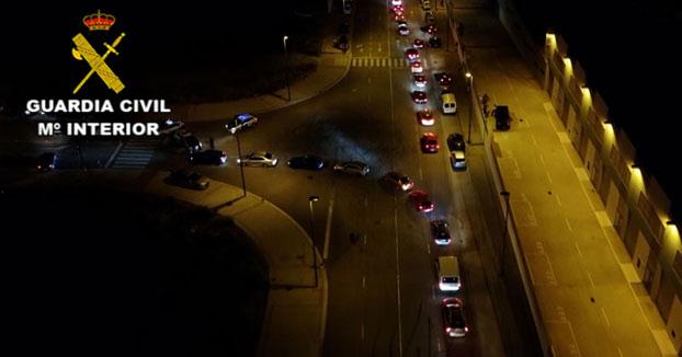 La Guardia Civil disuelve una concentración ilegal de más de 150 vehículos en un polígono industrial de Zaragoza