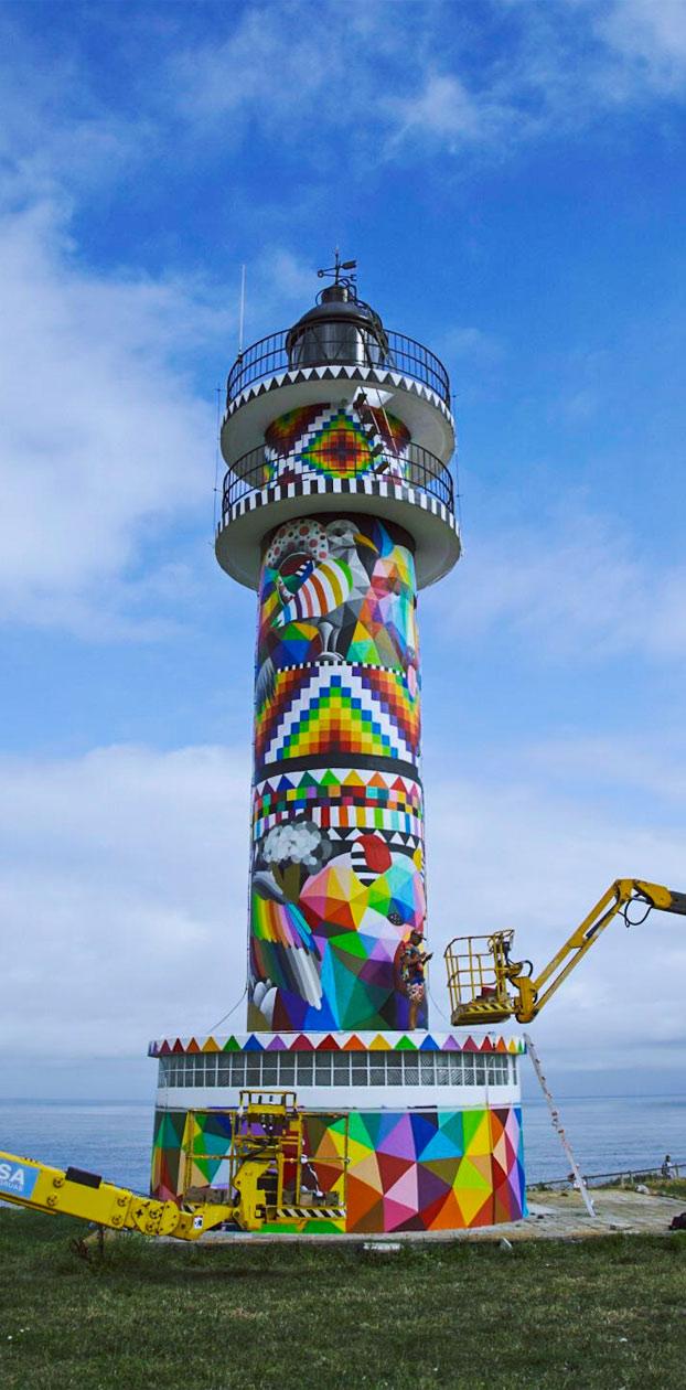 Okuda transforma el Faro de Ajo, en Cantabria. Muchos lo querían blanco pero ahora luce con 72 colores