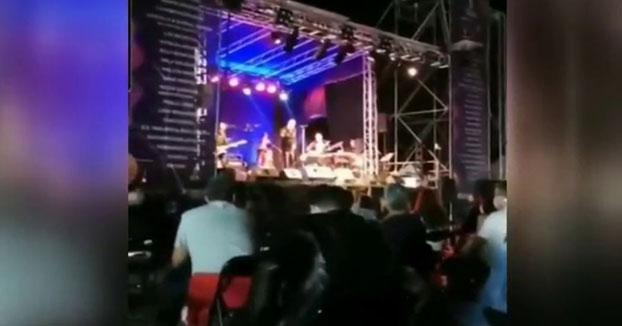 """Loquillo increpa a un guardia de seguridad en su concierto de Torrelavega: """"Aquí mando yo"""""""