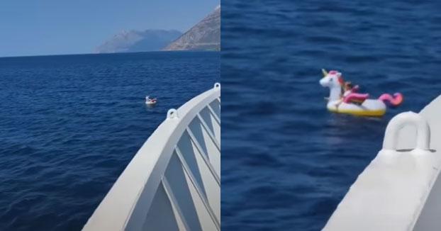 Un ferry rescata a una niña de cuatro años en un flotador de unicornio a medio kilómetro de la costa griega