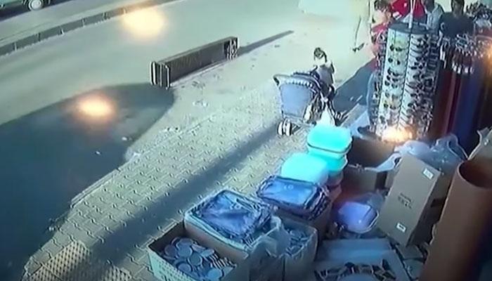 Dos menores sobreviven de milagro a un aparatoso accidente en Turquía