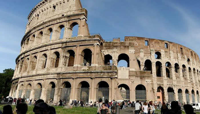 Detenido un turista irlandés por grabar sus iniciales en el Coliseo de Roma