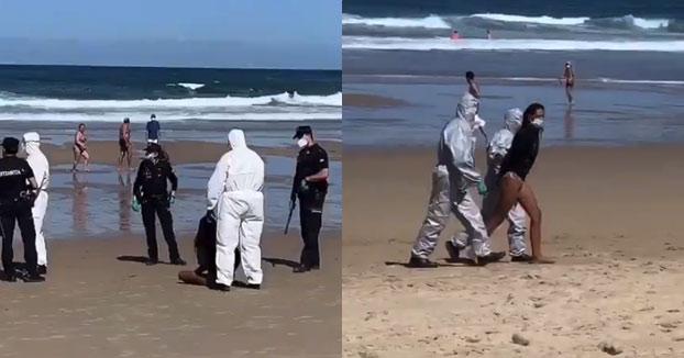 La Policía detiene en el agua a una surfista en San Sebastián por bañarse sabiendo que tenía coronavirus