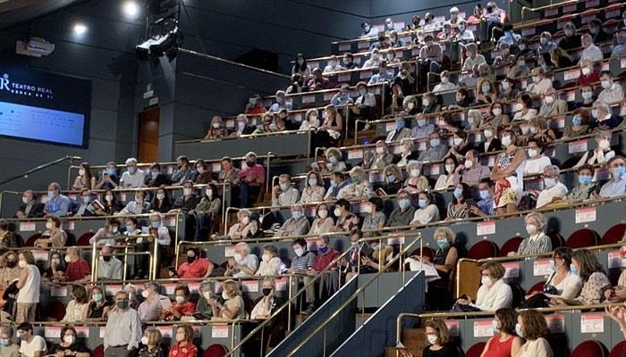 El público del Teatro Real fuerza la suspensión de una función por la falta de distancia social (Vídeos)
