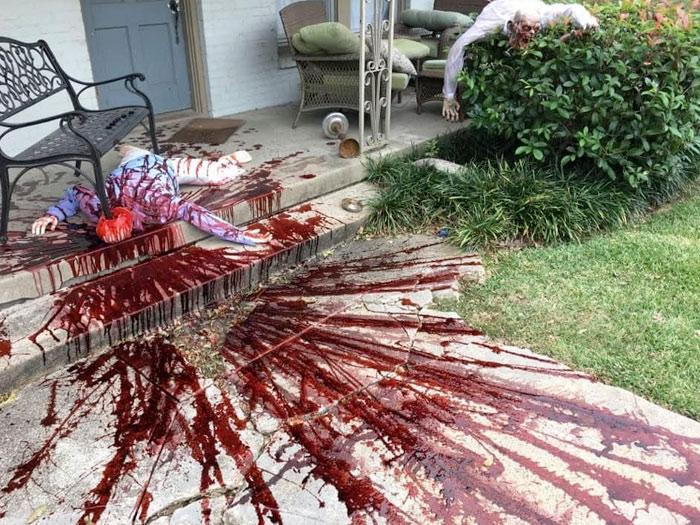 Un hombre de Dallas decora así su casa por Halloween y recibe varias visitas de la policía por aterrar a los vecinos