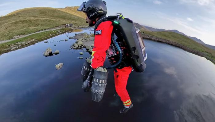 Prueban un Jet Suit para que los paramédicos lo utilicen para rescatar a víctimas en zonas remotas