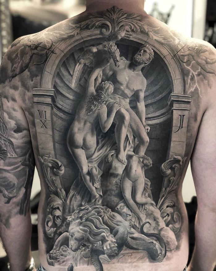 El tatuador que crea increíbles obras de arte inspiradas en esculturas