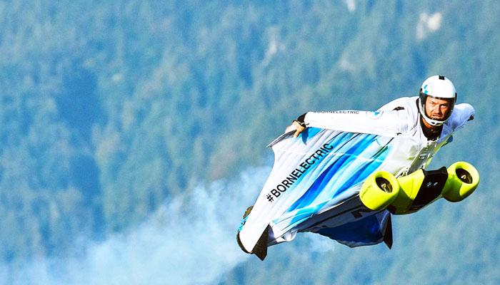 BMW desarrolla un traje aéreo con motor eléctrico para poder ganar altura y velocidad