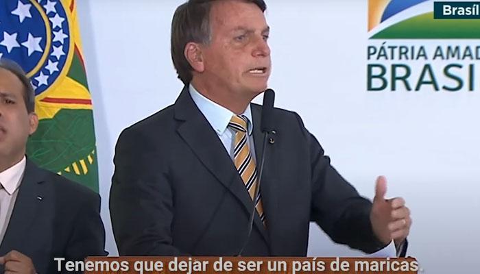 """Bolsonaro exige a los ciudadanos """"no ser maricas"""" por la pandemia"""