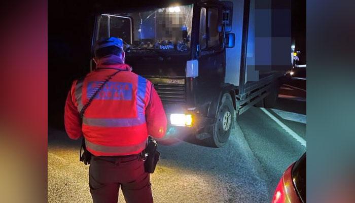 El conductor de un camión da positivo en cannabis, anfetamina, metanfetamina, heroína y cocaína, le pillan conduciendo sin seguro, con ITV caducada y sin respetar el toque de queda