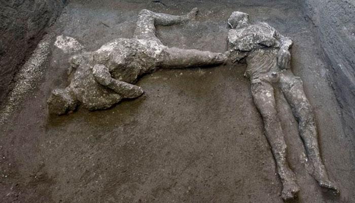 Encuentran dos cuerpos con sus ropas en Pompeya: Se trata de un noble y su esclavo que huían de la erupción del Vesubio