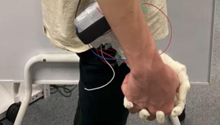 Japón crea un dispositivo para simular una caminata con tu pareja