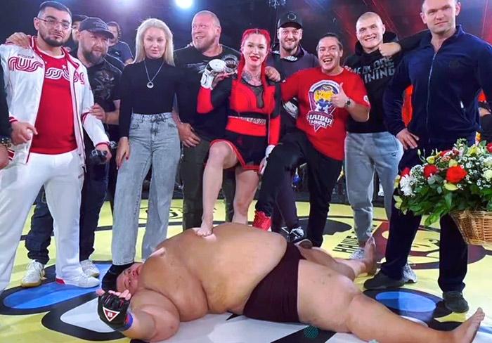 Polémica pelea de MMA entre una luchadora de 63 kilos y un youtuber de 240 kilos: Inesperado KO final