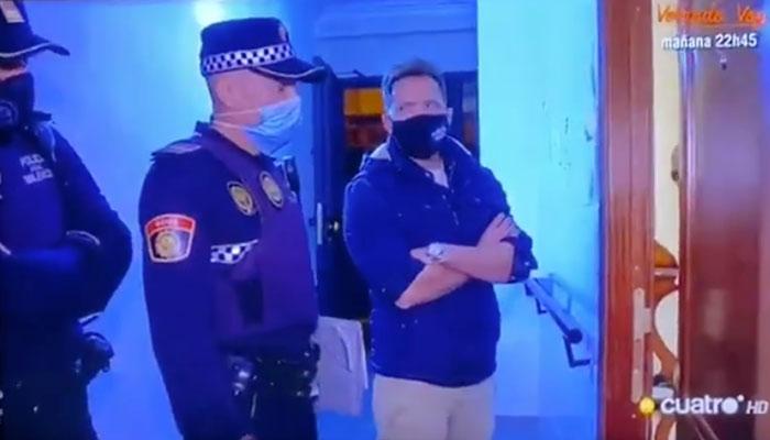 La policía acude a un piso donde están de fiesta y se encuentra con él: ''Llevo una castaña que flipas, me he comido media bolita de cristal y me he metido dos rayas de farlopa''