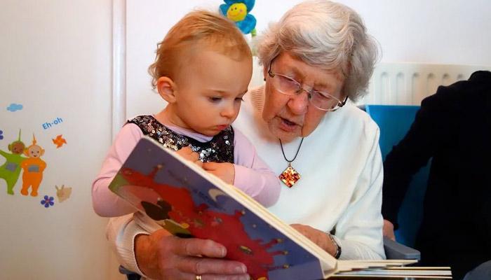 """Una abuela que cobra a su hija por cuidar de su nieto: """"Debe entender que renuncio a mi tiempo y mi trabajo"""""""