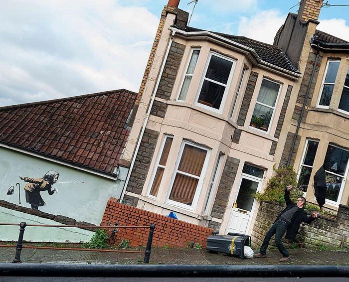 Paraliza la venta de su casa después de que Banksy pinte en su pared su última obra: ahora vale 17 veces más