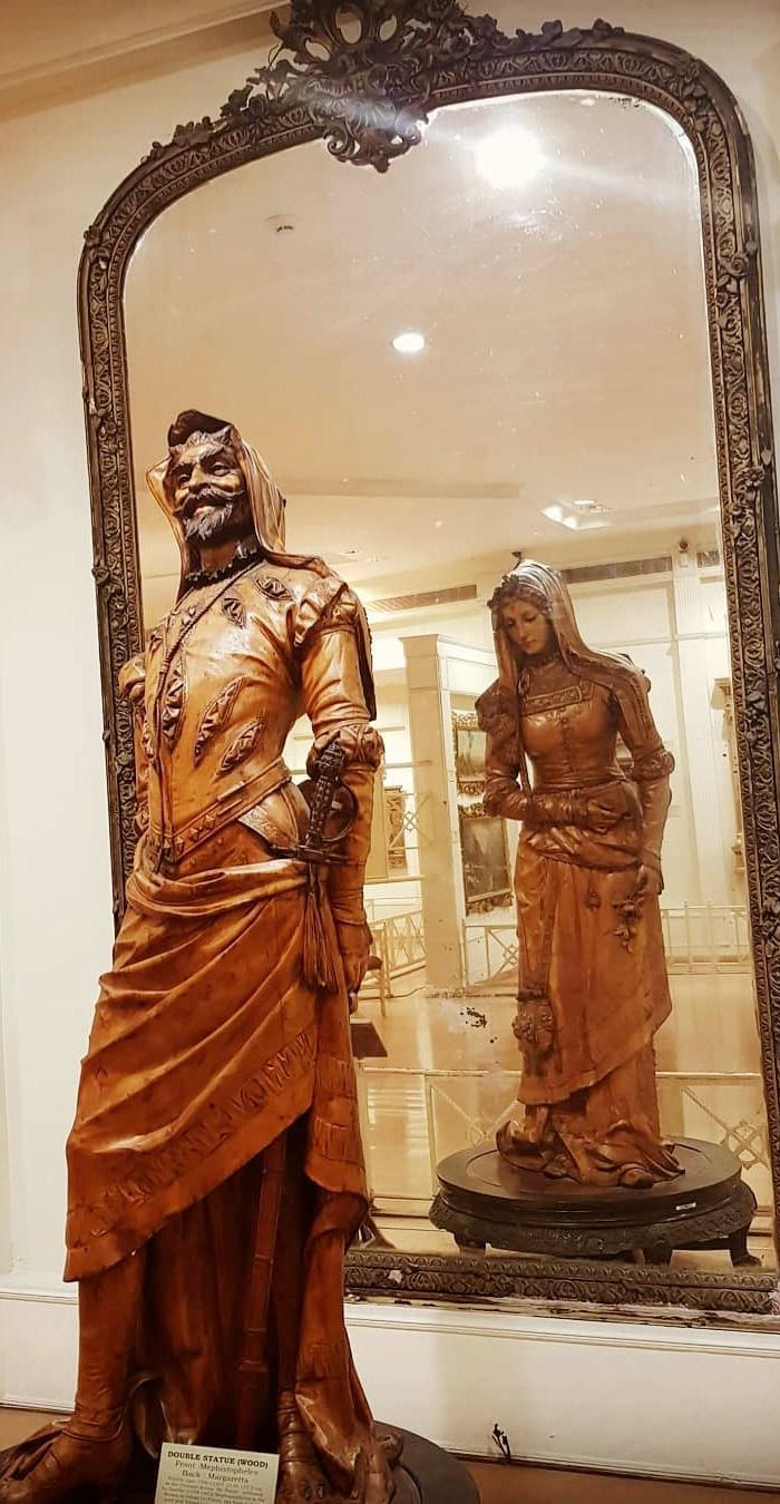 Mefistófeles y Margarita: la escultura doble más famosa del mundo