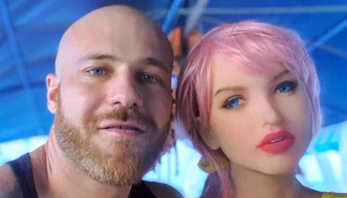 Un hombre pansexual se casa con su muñeca hinchable y presume de su amor en Instagram