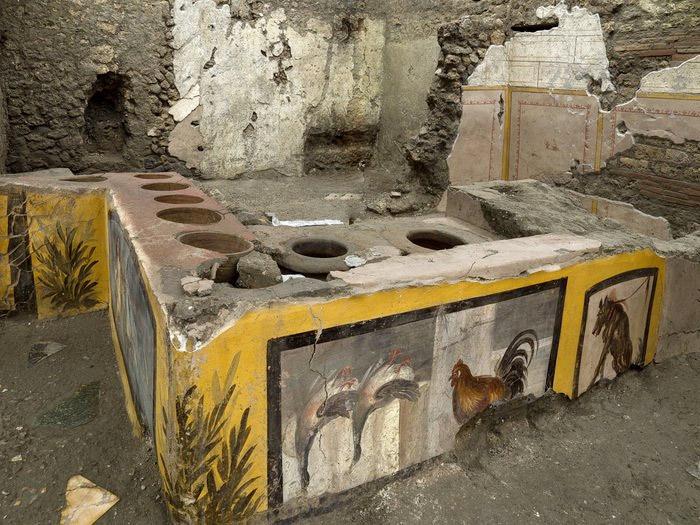 Descubren en Pompeya un termopolio, donde se servía comida y bebida