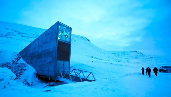 El Banco Mundial de Semillas de Svalbard, un enorme almacén subterráneo de semillas de miles de plantas de cultivo de todo el mundo
