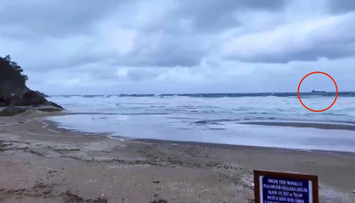 Vídeo: Carguero de 114 metros de eslora se rompe en dos frente a las costas de Turquía