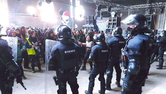 Los Mossos desalojan la fiesta 'rave' ilegal de Llinars del Vallés, Barcelona (Vídeos)