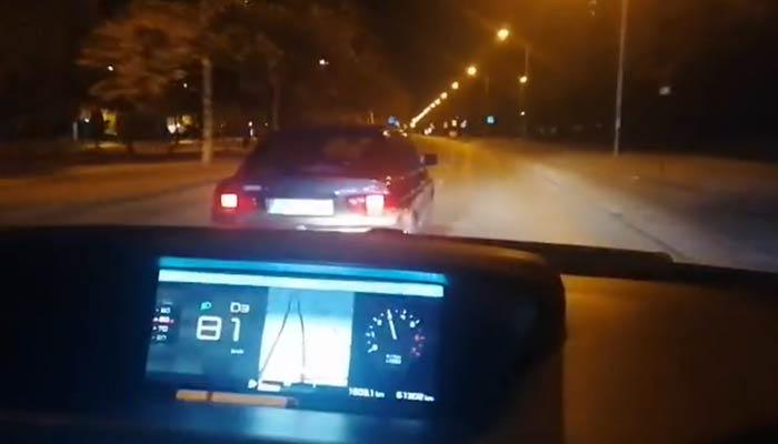 A 120 km/h, por la acera en Gran Vía y embestidas al coche de la Policía Local en Granada
