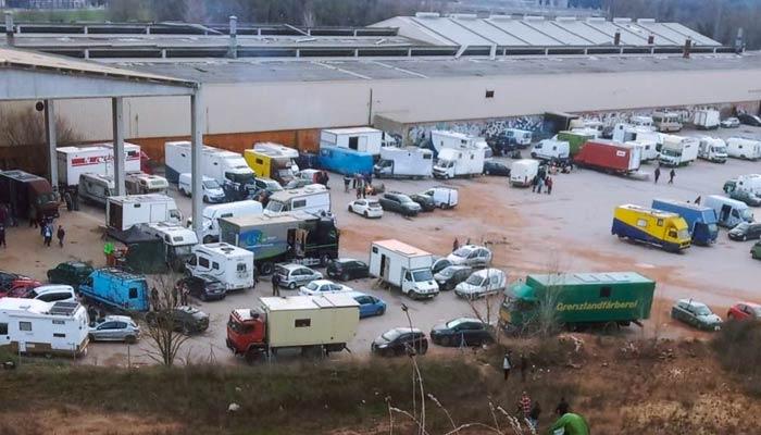 Los Mossos dicen que desalojarán este sábado una 'rave' ilegal en Llinars, Barcelona. Lleva activa desde hace más de 36 horas. Vídeos del interior