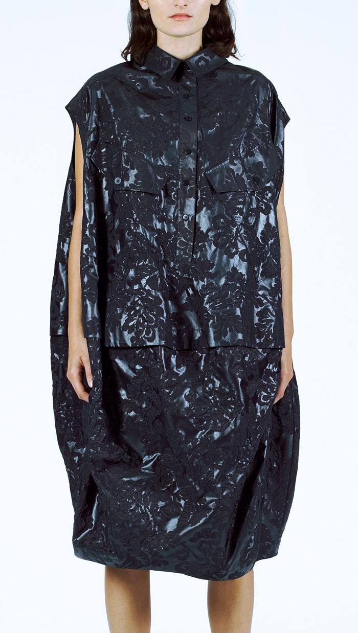 El vestido con forma de bolsa de basura que cuesta 540 euros