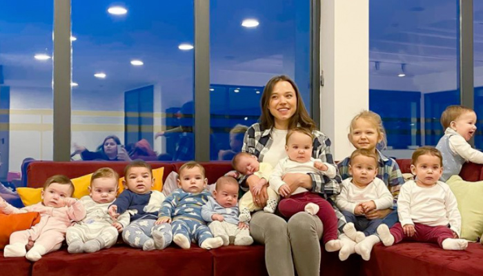 Ya tiene 11 hijos a los 23 años y quiere superar los 100 para ser la familia más numerosa del mundo