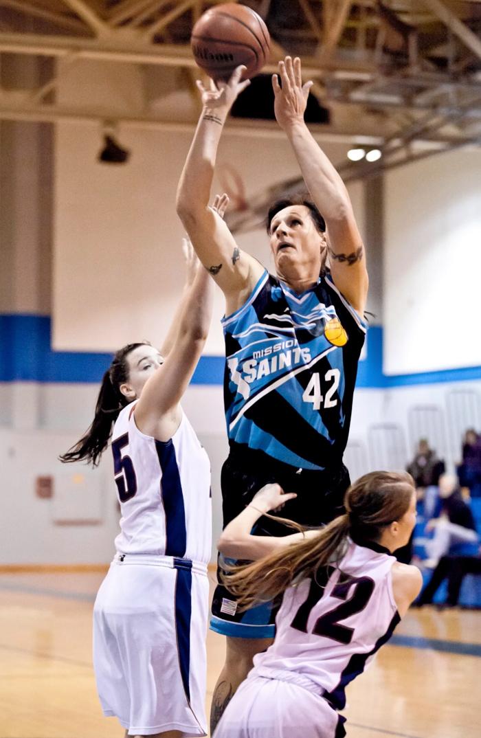 Gabrielle Ludwig: una jugadora de baloncesto de 2 metros de altura y 100 kilos de peso... que antes era un hombre
