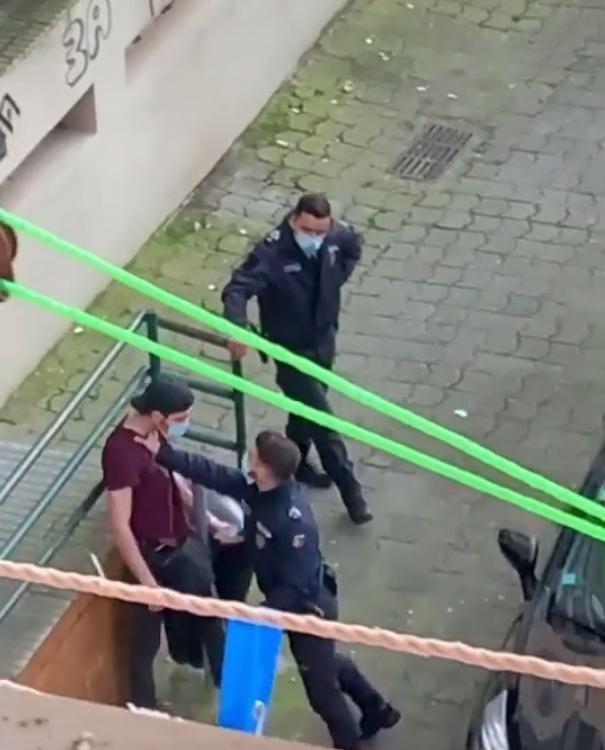 Agresión de un grupo de policías portugueses para detener a un joven en Barreiro